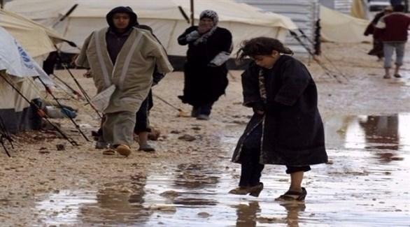 تدفئة بالقمامة ونوم في القبور والجحور.. عن شتاء اللاجئين في الدول العربية