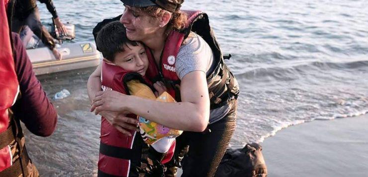 «شيبكا».. ميليشيا بالحراب والفؤوس لمنع اللاجئين من دخول أوروبا