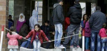 """""""الغارديان"""": بريطانيا تعيد لاجئين سوريين لبلدان بأوروبا الشرقية تعرضوا فيها لإساءة معاملة"""