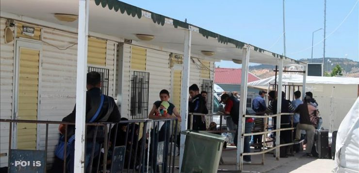 """لاجئون سوريون يواصلون العودة إلى مناطق """"درع الفرات"""""""