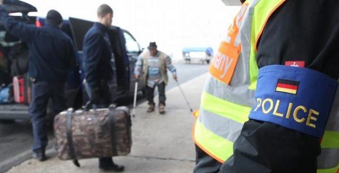 ألمانيا توقف شاحنة محملة بمهاجرين بينهم 17 طفل